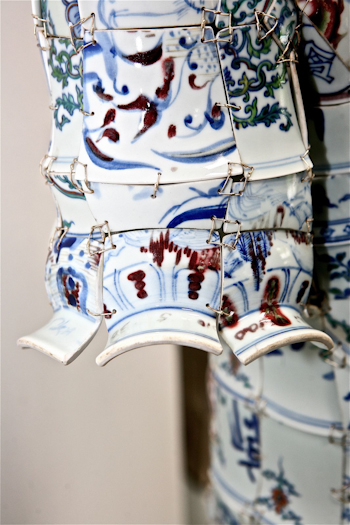 Porcelain Polo Details LI Xiaofeng Lacoste Holiday Collectors Series Porcelain Polo 2010 closeup 21