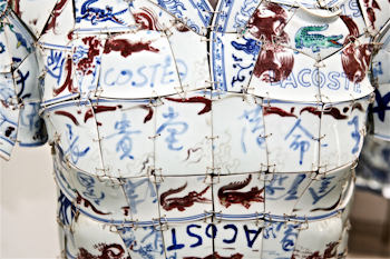 Porcelain Polo Details LI Xiaofeng Lacoste Holiday Collectors Series Porcelain Polo 2010 closeup 31
