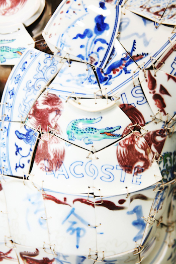Porcelain Polo Details LI Xiaofeng Lacoste Holiday Collectors Series Porcelain Polo 2010 closeup 51