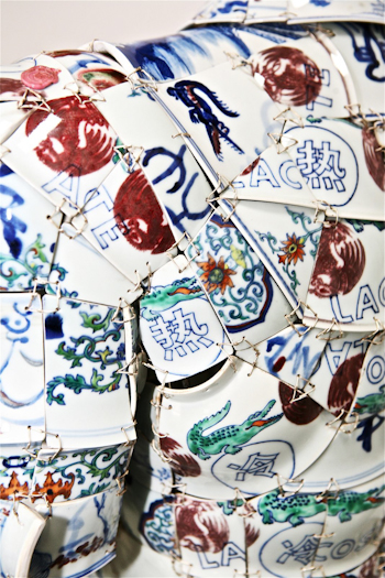 Porcelain Polo Details LI Xiaofeng Lacoste Holiday Collectors Series Porcelain Polo 2010 closeup 61
