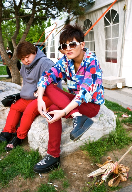 <!--:en-->Men in Red Pants<!--:--><!--:zh-->穿着红色裤子的男的<!--:--> Men in Red Pants11