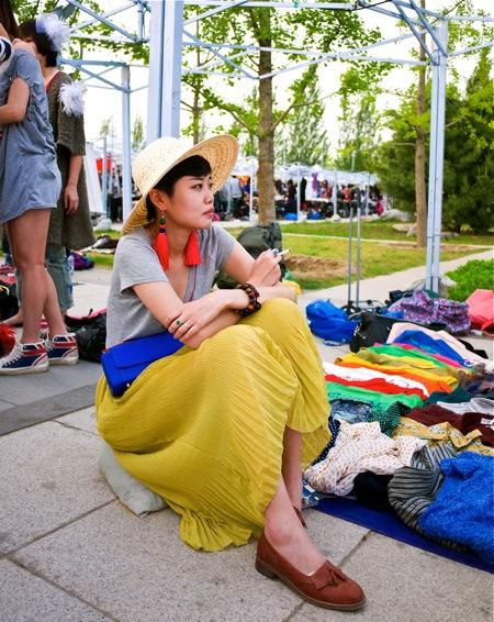 <!--:en-->The Merchants<!--:--><!--:zh-->商人<!--:--> mustard dress1