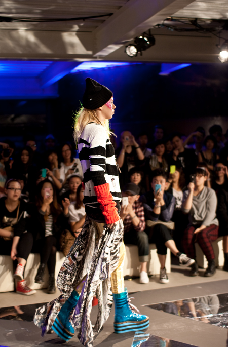 Izzue FW 2011 in 789 show blonde web1